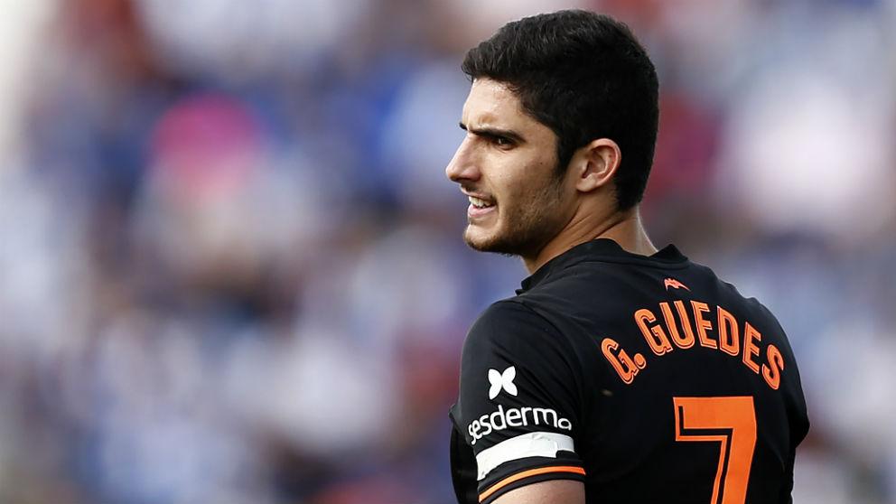 Guedes, en un partido con el Valencia esta temporada. (AFP)