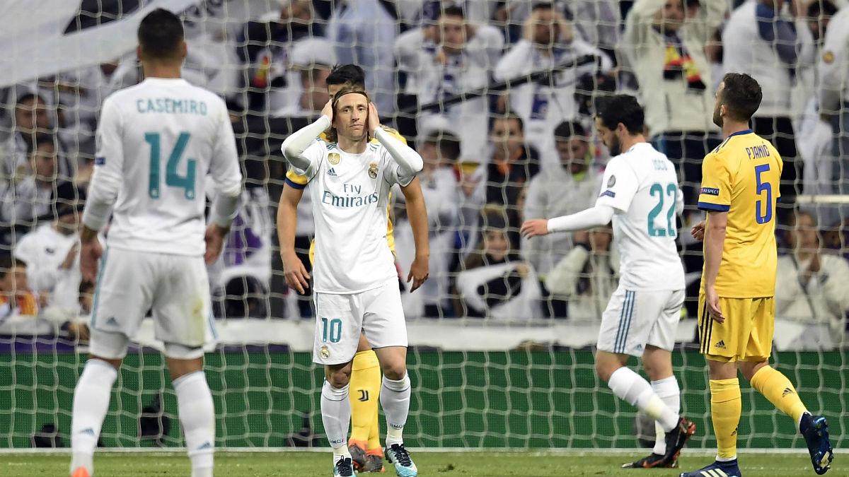 Casemiro, Modric e Isco, se lamentan tras fallar una ocasión ante la Juve. El partido se complicó y ahora no se fían de la vuelta ante el Bayern (AFP).