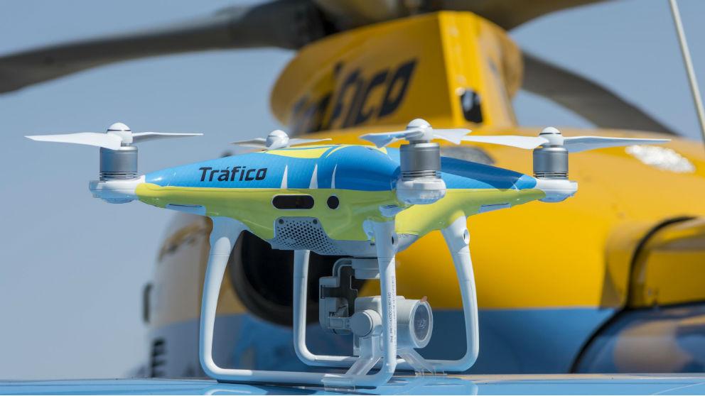 El puente de mayo es el momento elegido para que los drones de la DGT entren en funcionamiento en las carreteras españolas, con lo que las autoridades contarán desde ahora con otro eficaz método de control hacia los conductores.