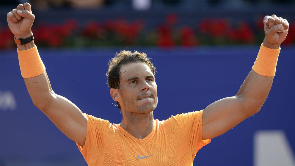 Rafa Nadal celebra su victoria en el Conde de Godó. (AFP)