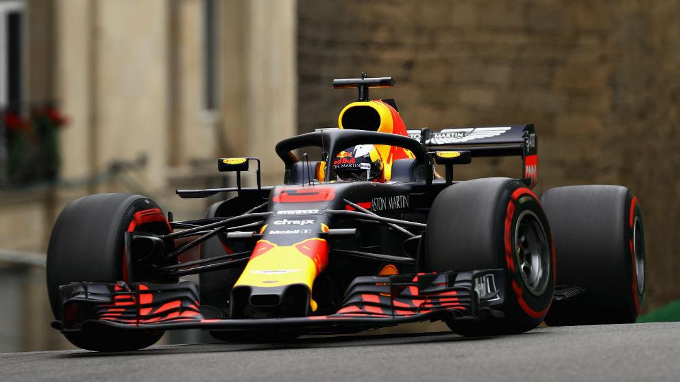 Daniel Ricciardo se ha llevado el mejor tiempo en la segunda sesión de entrenamientos libres del Gran Premio de Azerbaiyán de Fórmula 1, confirmando el buen momento de forma de Red Bull. (Getty) | Entrenamientos libres 2 GP de Azerbaiyán Fórmula 1
