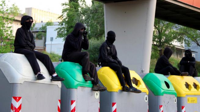 Independentistas encapuchados de la UAB en la huelga del 26 de abril