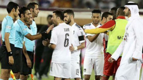 Xavi Hernández fue expulsado por expulsar al árbitro.