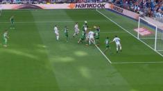 Gol legal de Borja Mayoral, el balón lo toca Bustinza y no hay fuera de juego.