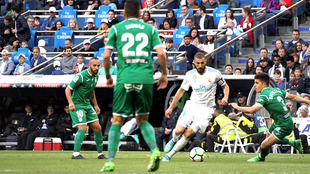 Karim Benzema durante el Real Madrid – Leganés. (Foto: Enrique Falcón)