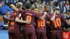 Los jugadores del Barcelona celebran uno de los goles. (EFE)
