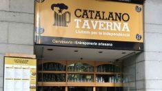 """La 'catalano taverna' situada en Gerona usa como gancho el lema """"Luchemos por la independencia""""."""