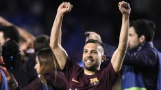Jordi Alba celebra el título de Liga del Barcelona. (AFP) | Liga Santander