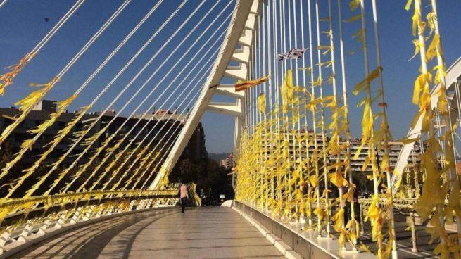 Los Mossos identifican a 14 constitucionalistas por llevar mapas con la localización de lazos amarillos