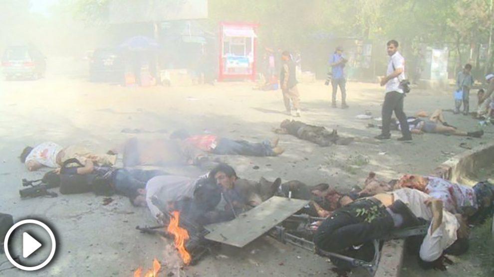 decenas-de-periodistas-han-muerto-en-un-atentado-doble-en-kabul-655×368 copia