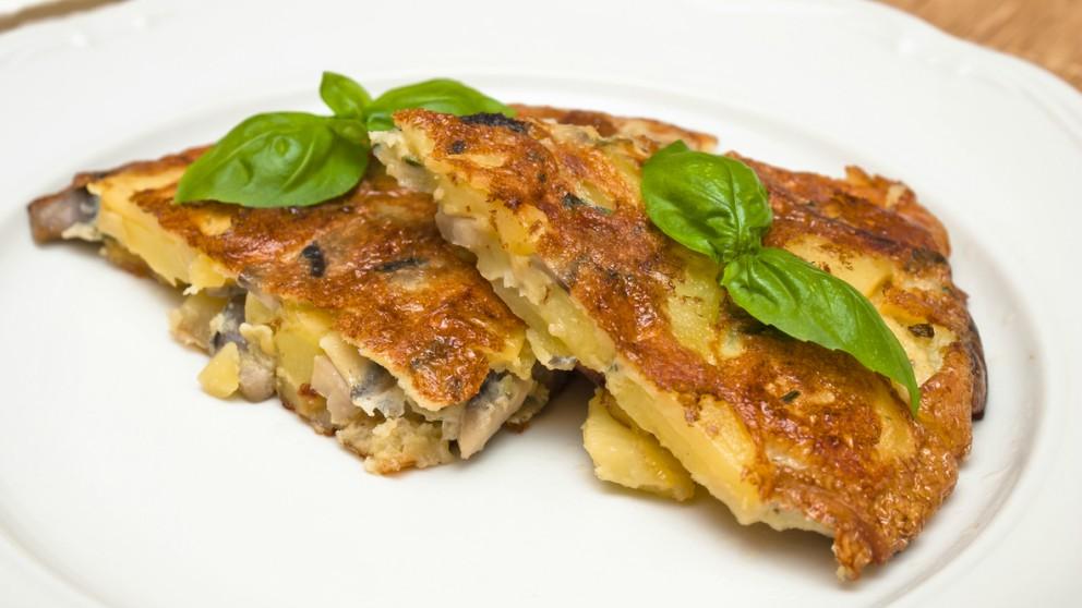 Receta de Tortilla de patatas con setas fácil de preparar