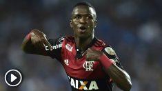 Vinicius celebra su doblete con el Flamengo.