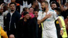 Benzema celebra su segundo gol ante el Bayer
