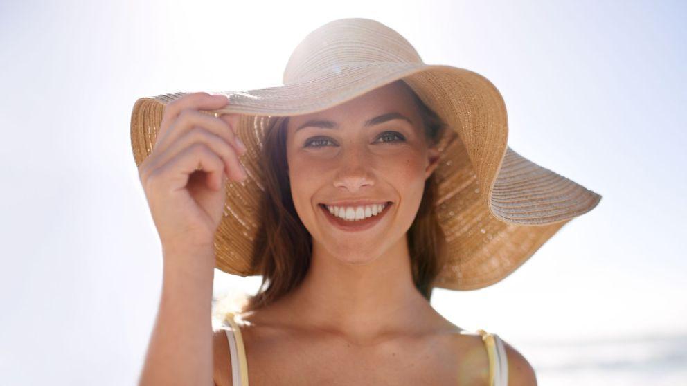 Cómo personalizar un sombrero de playa con diferentes ideas