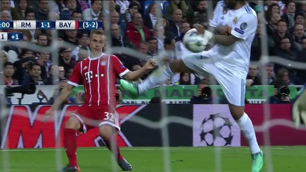El Bayern de Múnich reclamó penalti por mano de Marcelo.   Real Madrid – Bayern