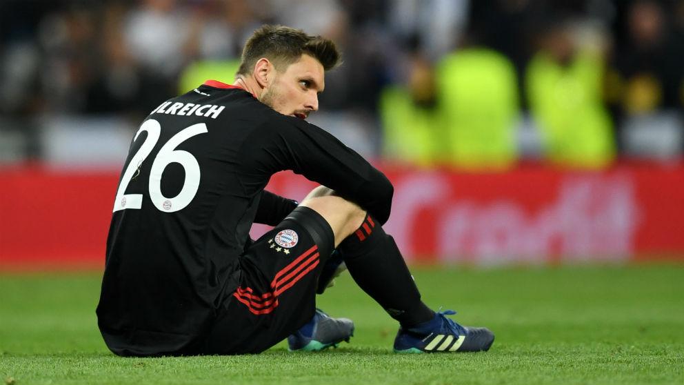 Ulreich, hundido tras la eliminación del Bayern. (Getty)