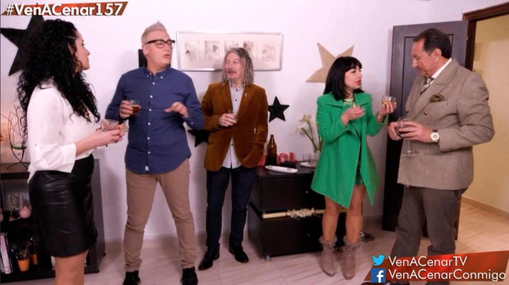 Carolina ha invitado a sus rivales a abandonar su casa en 'Ven a cenar conmigo'. (Foto: Cuatro)