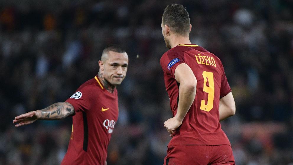 Dzeko celebra su gol ante el Liverpool. (AFP)
