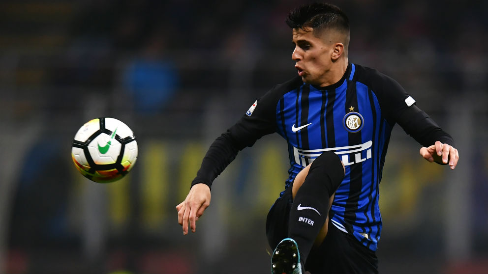 Joao Cancelo durante un partido con el Inter. (AFP)