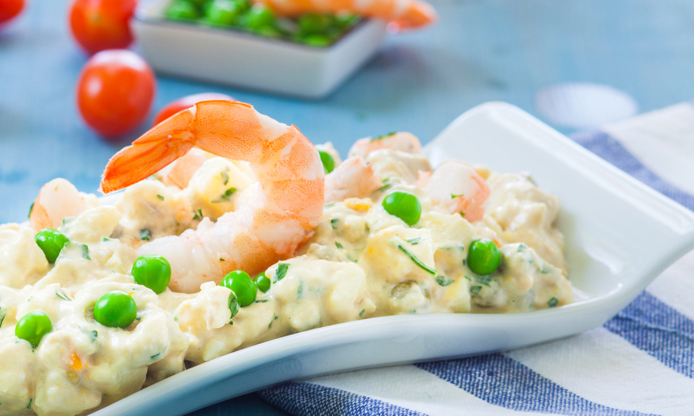 Receta de ensalada de patatas y langostinos fácil de preparar