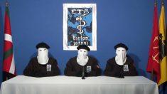 Tres encapuchados de ETA en 2011. (Foto: AFP)