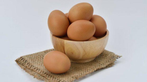 Huevos con queso de cabra