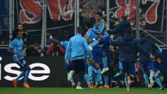 Los jugadores del Olympique de Marsella celebran el gol que les da el pase a la final de la Europa League. (AFP)