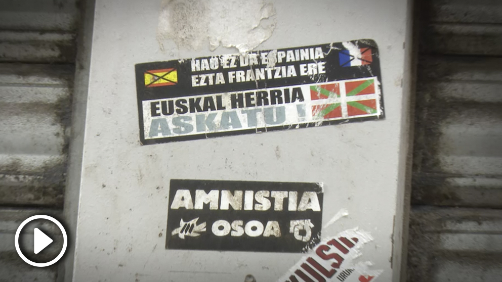 Carteles de apoyo a ETA en Bayona