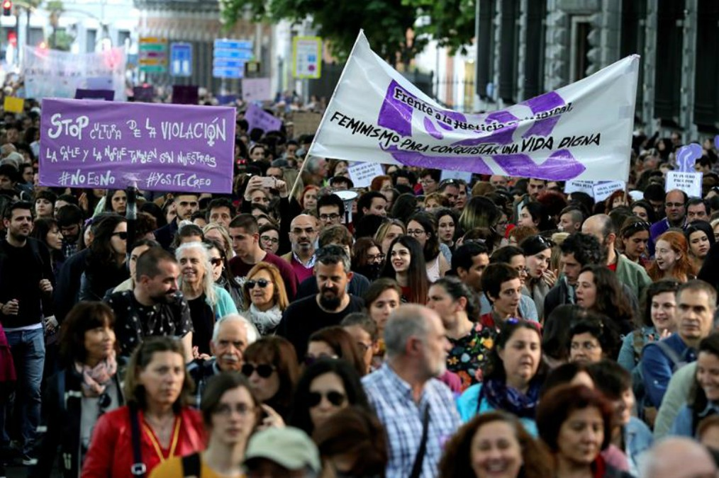 Manifestación feminista en protesta por la sentencia sobre los cinco miembros de La Manada (EFE).