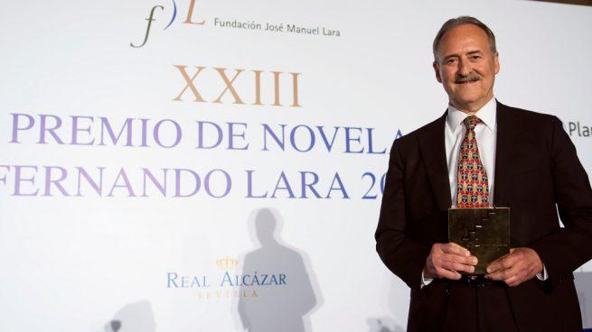 El escritor Jorge Molist gana el premio Fernando Lara con su novela 'Canción de sangre y oro'