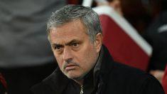 Mourinho durante un partido en la Premier (AFP)