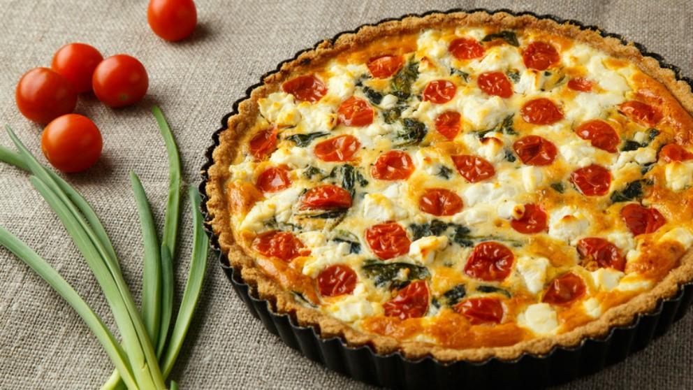 Receta de tarta de tomates cherrys, pavo y pesto fácil de preparar