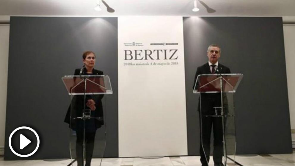 Uxue Barcos e Íñigo Urkullu, antes de comenzar la declaración institucional sobre la disolución de ETA (EFE).