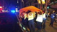 Servicios de emergencias atienden a un hombre tras ser atropellado en la Gran Vía.