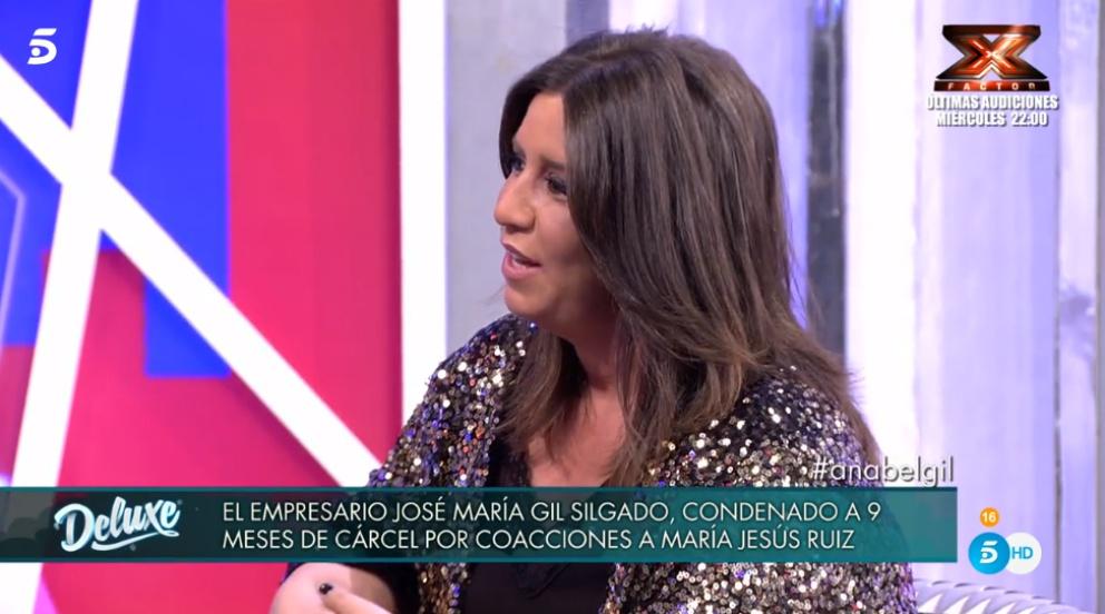 Anabel Gil se queda colgada en 'Sálvame Deluxe'