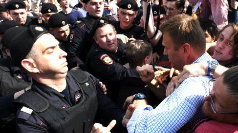 La policía detiene al líder opositor Navalni (Foto: AFP).