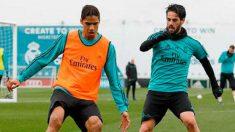 Varane e Isco durante un entrenamiento. (Realmadrid.com)   Barcelona – Real Madrid