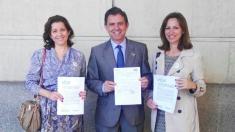 De izquierda a derecha, María José Piñero Rodriguez (Presidenta VOX Sevilla) Rafael Joaquín León Suárez (Abogado) Reyes Romero (Vicepresidenta de VOX Sevilla)