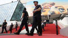 Agentes de policía ultiman la seguridad de la 71ª edición del Festival de Cine de Cannes. Foto: AFP