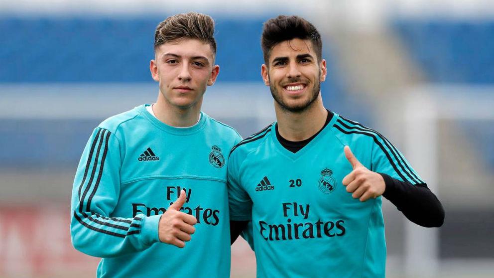 Gelabert junto a Marco Asensio en Valdebebas.