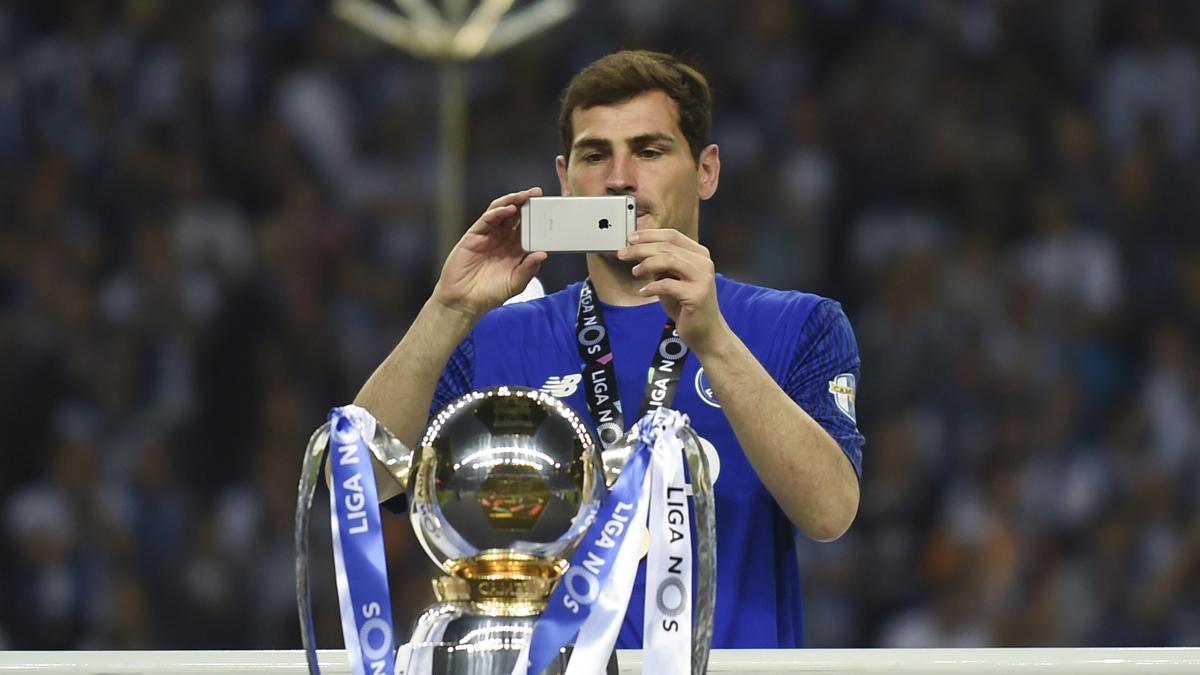 Iker Casillas, celebrando el título de Liga con el Oporto (AFP).