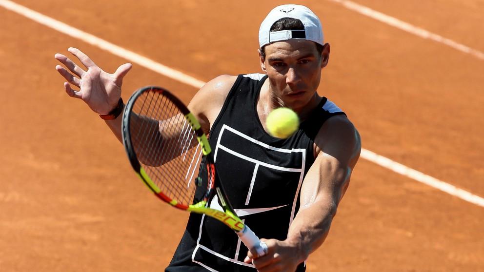 Rafael Nadal, en su sesión de entrenamiento del martes en el Mutua Madrid Open. (EFE)