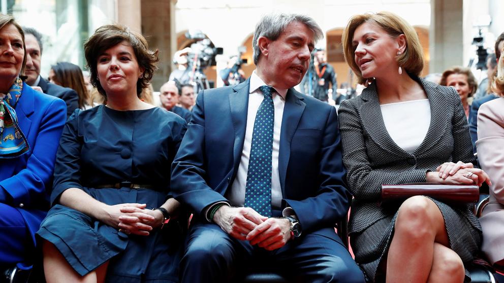 Soraya Sáenz de Santamaría, Ángel Garrido y María Dolores de Cospedal. (Foto: EFE)