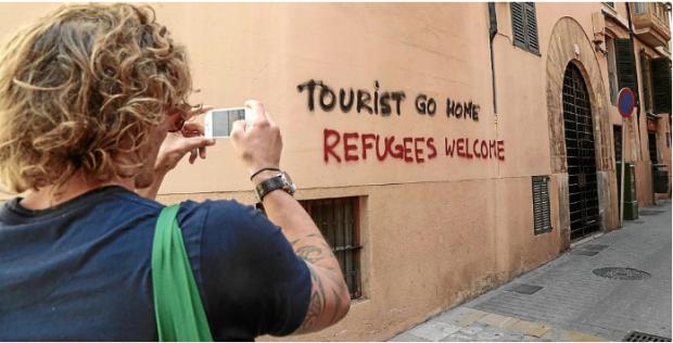 """La turismofobia en Mallorca se hace racista y ahora protesta contra el """"turismo elitista blanco"""""""