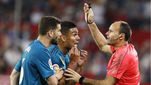 Casemiro y Nacho son los jugadores apercibidos del Real Madrid para el Clásico. (EFE)
