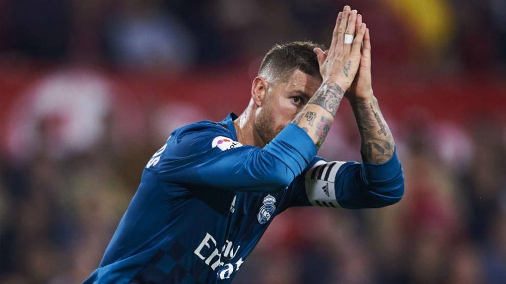 Sergio Ramos pide perdón tras marcar al Sevilla. (Getty)