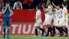 Los jugadores del Sevilla celebran el 2-0 ante el Real Madrid. (EFE)