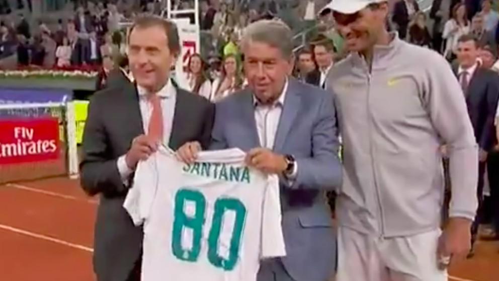 Butragueño, Santana y Nadal, con la camiseta del Real Madrid.