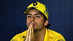 Carlos Sainz en la rueda de prensa de la FIA