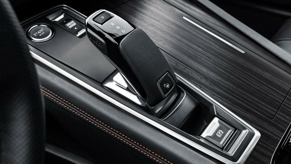 Conducir un coche automático requiere de una serie de precauciones a las que una vez que nos acostumbremos nos harán la vida al volante más sencilla.